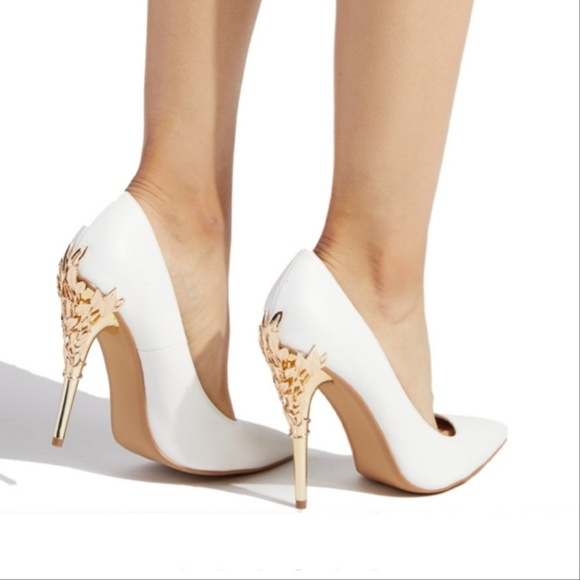 Shoe Dazzle Shoes   White And Gold